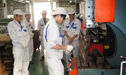 折り曲げ加工の安全技能訓練